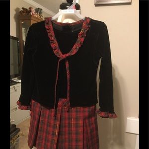 Long sleeve red and black adorable dress.